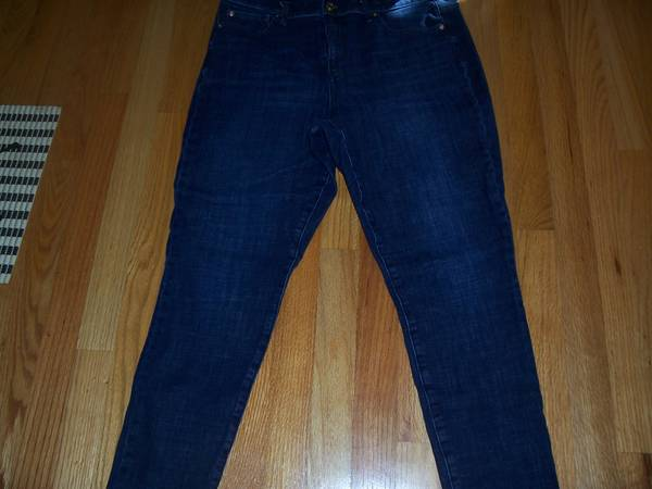 Photo GAP Womens True Skinny JEANS size 32R (14) - $30 (RALEIGH NEAR GARNER)