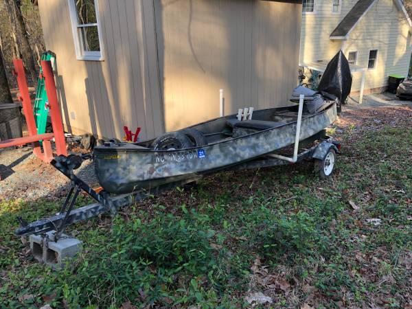 Photo Gheenoe Jon boat canoe with outboard and trailer - $1,500 (Chapel hill)