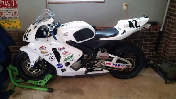 Photo Honda CBR 600RR - $4,000 (Mebane)