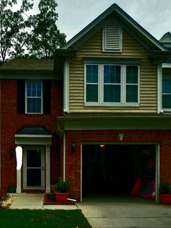 Photo I need a roommate for my townhouse (Glenwood Crossing near RDUBrier Creek)