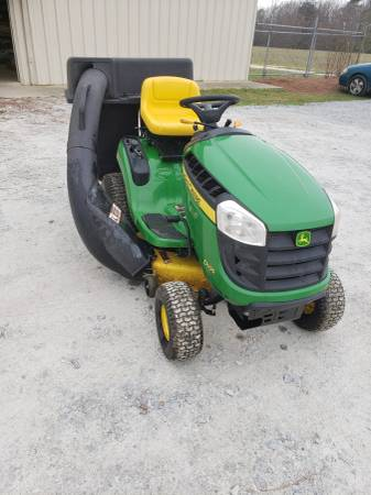 Photo JOHN DEERE D105 42 INCH RIDING LAWN MOWER WITH BAGGER LOW HRS - $1500 (Dunn)