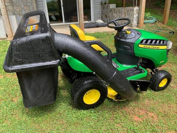 Photo John Deere D110 Riding Lawn Mower with double Bagger (RALEIGH)