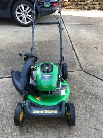 Photo John Deere push lawn mower JS30 - $200 (Cary)