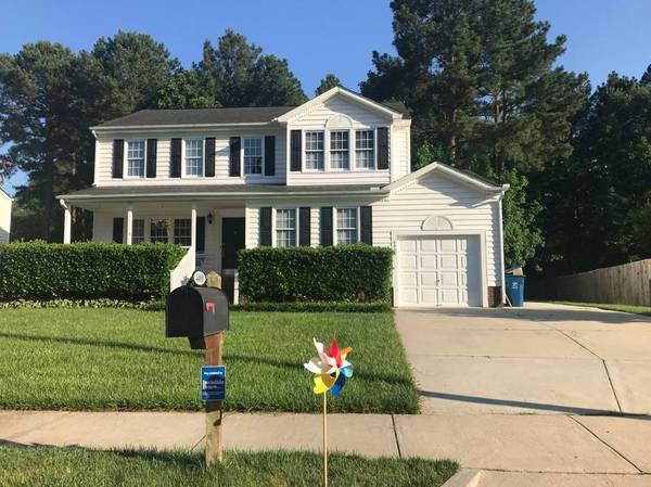 Photo Large room in beautiful sun-filled house, great yard, ideal location (Durham-Brier Creek border)
