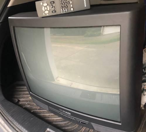 Photo Magnavox old school TV (Carrboro)