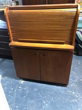 Photo Mid Century Oak Roll Top Desk - $325