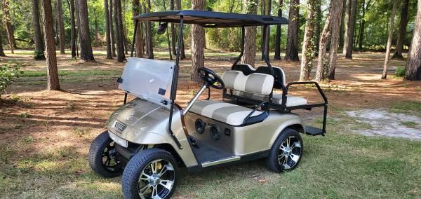 Photo Mint condition 2010 ezgo copper and tan golf cart - $5,500 (Godwin)