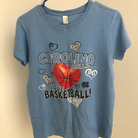 Photo North Carolina basketball T shirt - $5 (chapel hill)