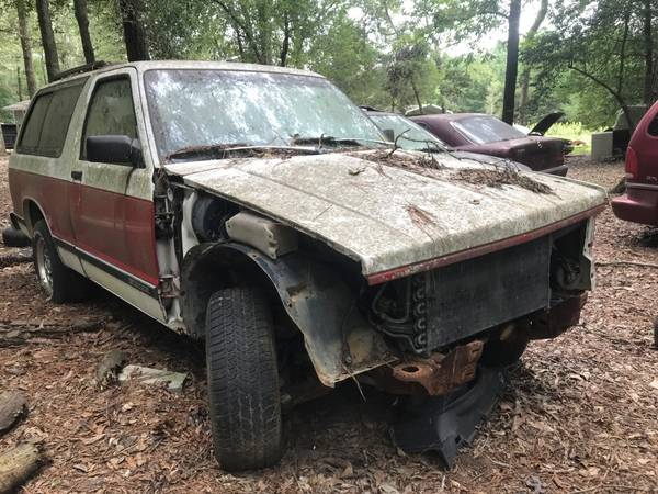 Photo Parting out a 1992 Chevrolet S10 2Door Blazer 2WD (Benson)