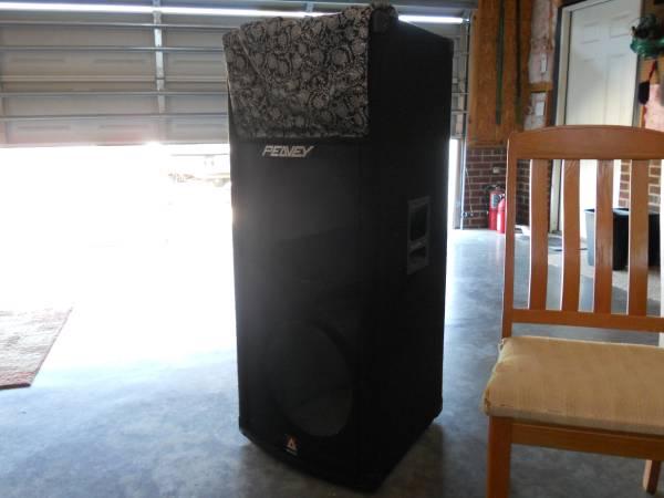 Photo Peavey 2  15 Bass Cabinet - $32 (fuquay varina)