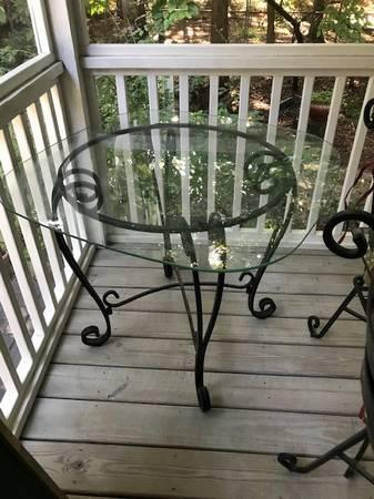 Photo Pier One Glass Dining Table - $40 (Fuquay-Lillington)