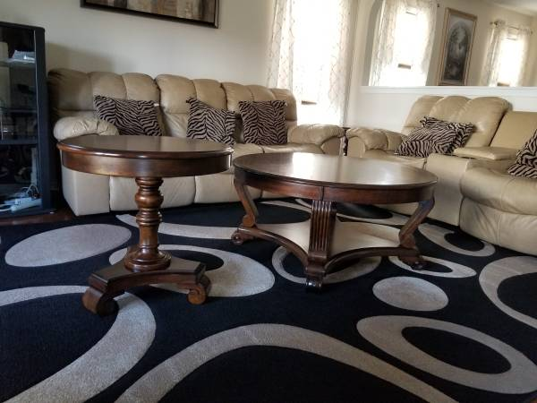 Photo REDUCED Moving Sale-3 Piece Ashley Furniture Coffee Table - $120 (Durham)