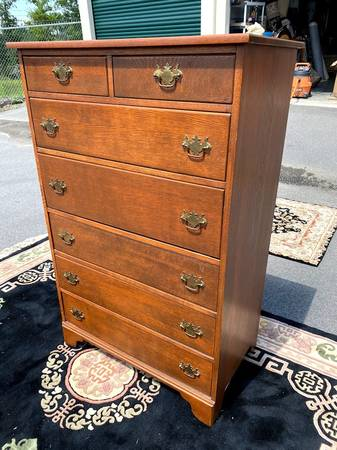 Photo Solid Oak Chest of Drawers with Pull Out Desk - $450 (Holly Springs)