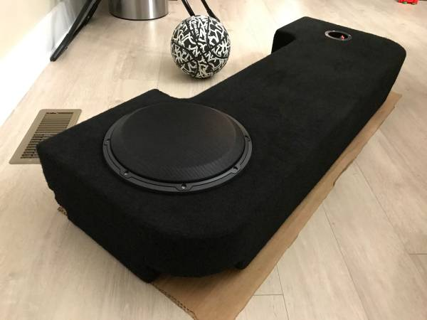 Photo Subwoofer box for 19-20 Ram 1500 - $350 (Smithfield)