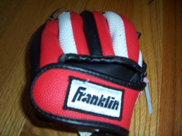 Photo T-BALL GLOVE- RED AND WHITE -size 8.5 - $10 (raleigh near garner)