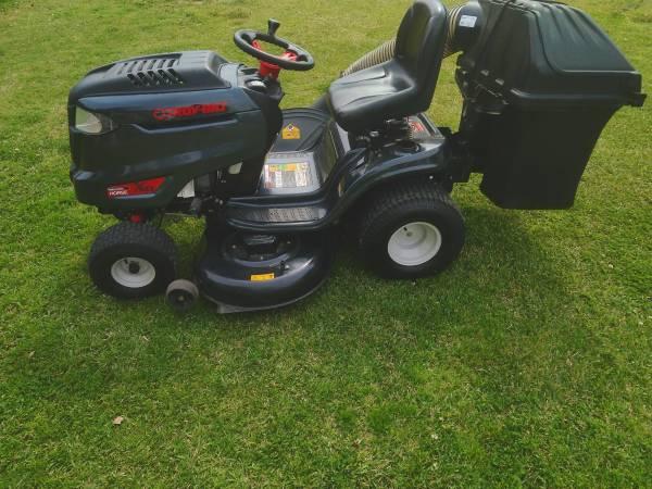 Photo Troy bilt riding mower with grass bagger - $975 (Selma,NC)