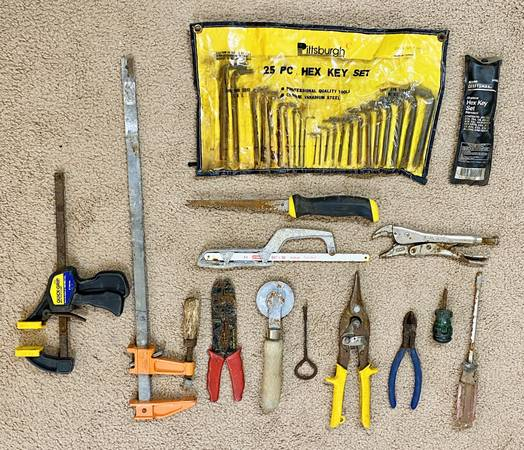 Photo Vintage Lot of 14 Variety Rusty Old Used Tools - $50 (North Raleigh)