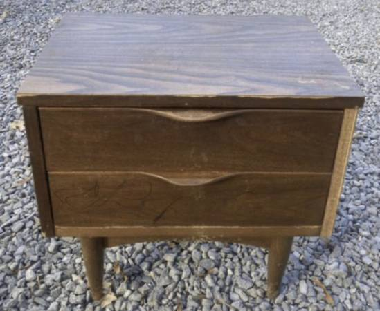 Photo Vtg Mid Century Ward Furniture Wood 2 Drawer Nightstand Side End Table - $150 (Chapel Hill)