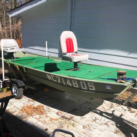 Photo jon boat wtrailer and cover - $975 (Raleigh)