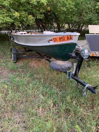 Photo 14ft crestliner boat - $750 (Whitewood)