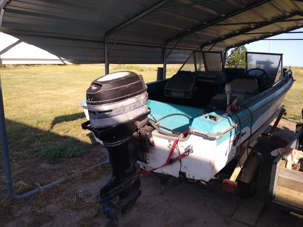 Photo 15ft crestliner boat - $1,050 (Elwood)