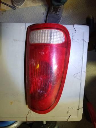 Photo 1997-2003 F150,f250 left taillight - $25 (Lead)