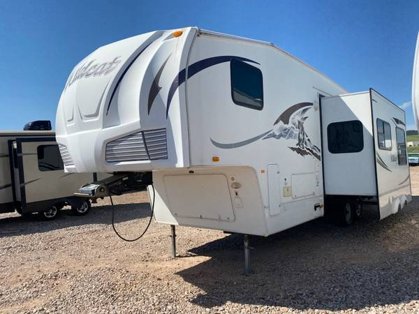 Photo 2008 WILDCAT CAMPER 2 SLIDES REAR BUNKHOUSE - $13,988 (SIGNATURE AUTO AND RV)
