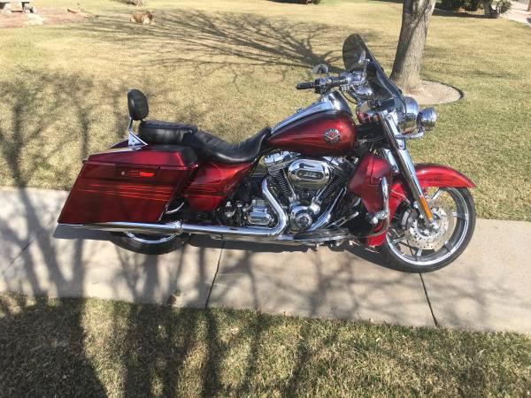 Photo 2013 Harley Davidson Road King CVO 4093 miles - $19,750 (Sutherland NE)