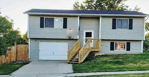 Photo 3 Bedroom -Spacious And Lovely  View Superb Location  (Plateau Ln, Rapid City, SD)