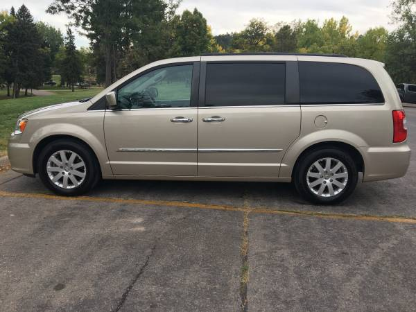 Photo Chrysler, Town  Country (Touring) - $14,990 (Rapid City, SD)
