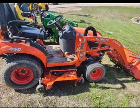 Photo KUBOTA 2680 LOADER BELLY MOWER 70 HRS 4X4 DIESEL HYDROSTATIC DRIVE - $16,988 (SIGNATURE AUTO AND EQUIPMENT)