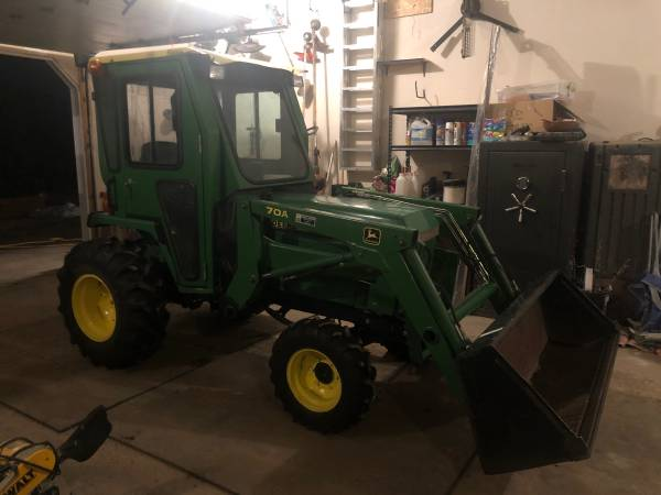 Photo NICE 4X4 JOHN DEER 955 TRACTOR WITH 70A LOADER - $12500 (Spearfish)