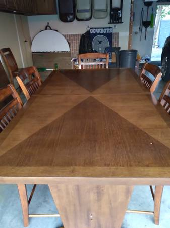 Photo Solid and heavy counter height table and chairs - $650 (Rapid City)