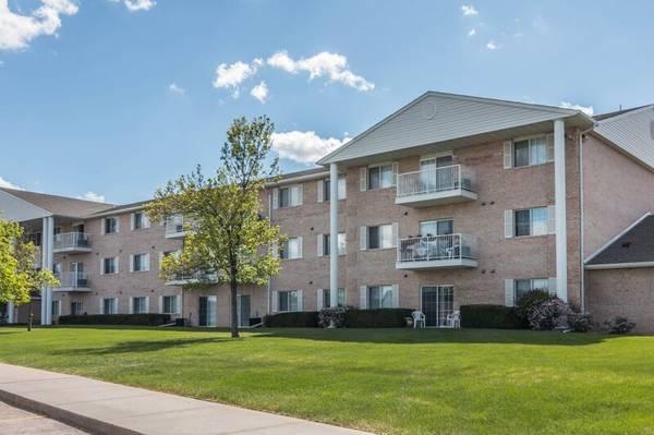 Photo Spacious apartment homes Pools, Fitness, Elevators, MORE (Rapid City, SD)
