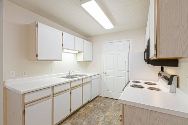 Photo Update your living situation Pools, Fitness, Elevators, MORE (Rapid City, SD)