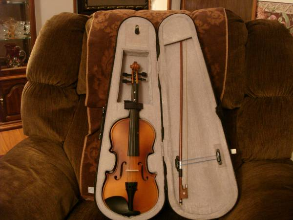 Photo Violin with Case - $75 (Rapid City, SD)