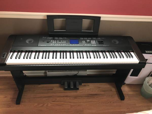 Photo Yamaha DGX-650 Digital Piano with Pedal Board and Bench MSRP $1050 - $700 (Rapid City)