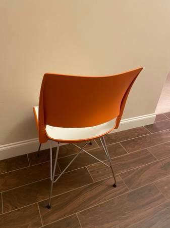 Photo 8 chairs for sale orange and cream - $50 (Leesport)