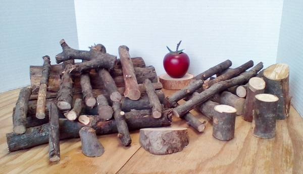 Photo Apple Wood Organic Heirloom Mixed Sizes 4 Fireplace Smoker BBQ Grill - $6 (Sch. Haven)
