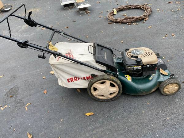 Photo Craftsman 21 self propelled mower - $100 (PerkiomenvilleZieglerville)