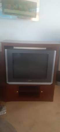 Photo Free Samsung HDTV 32quot works perfectly, and the wooden cabinet (Mohrsville)