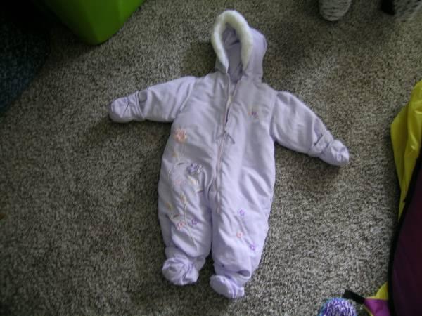 Photo Girl39s Snowsuit - 18 month - $8 (Mohnton)