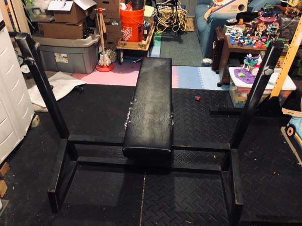 Photo Heavy duty bench press weight lifting bench - $100 (Reading)