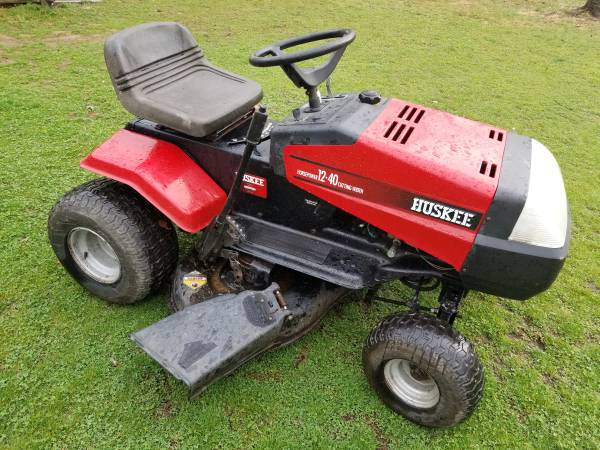 Photo Huskee Riding Mower - $400 (Pottstown)