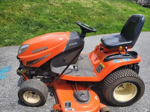 Photo Kubota GR2110 Diesel Tractor with GR2707 Snowblower Attachment - $6,000 (Schuylkill Haven)