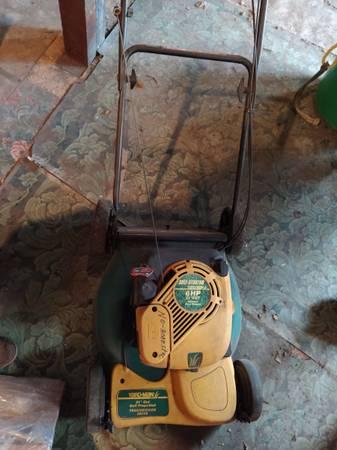 Photo Lawn Mower - Yard-Man 6hp 21quot cut self starter - $150 (Wernersville)