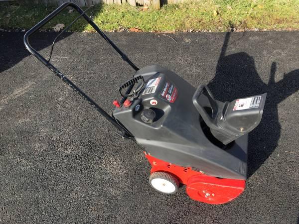 Photo MTD Yard Machines 5.5HP Snowthrower 21quot 4 Cycle Snowblower - $100 (Alburtis)