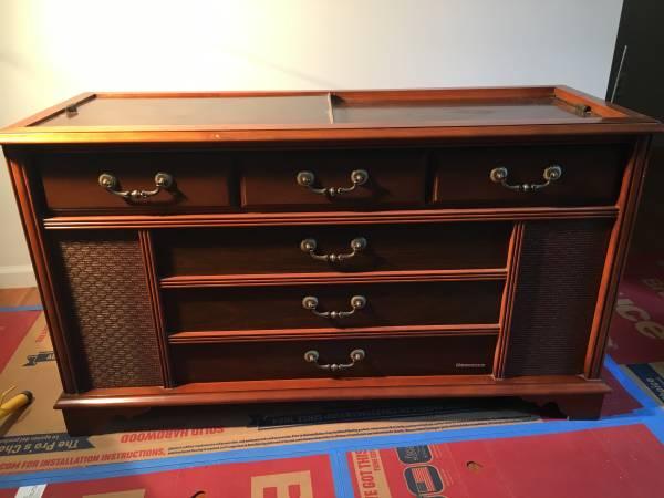 Photo Magnavox Stereo Console - $95