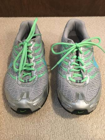 Photo Nike Torch 4 Air Max Womens Running Cross Training Sneakers - Size 9 - $20 (West Lawn)