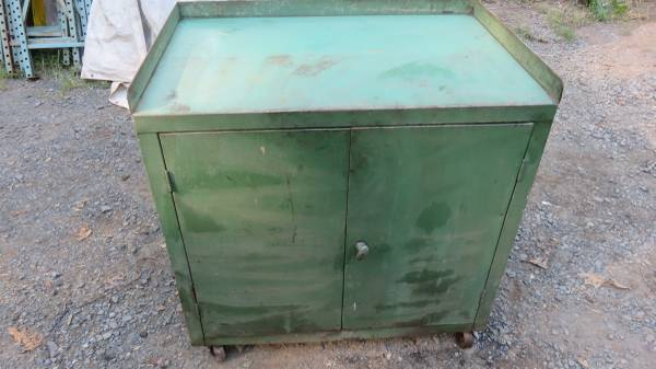 Photo Rolling Work Bench Tool Box Tool Storage Cabinet - $100 (Pottstown, PA.)